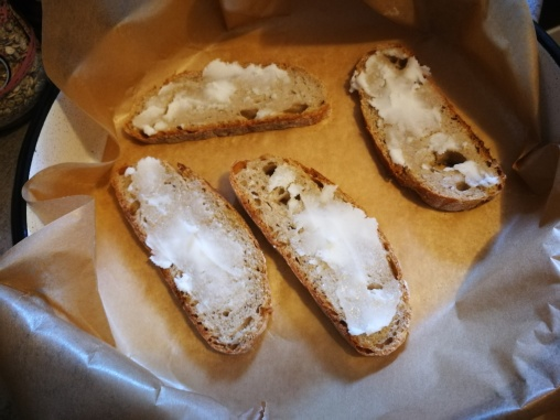 Preko hleba masti