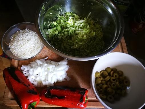 Pirinač, luk, pečene paprike, masline, brokoli