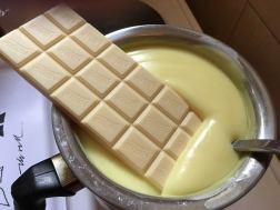 U gotov puding dodajte belu čokoladu