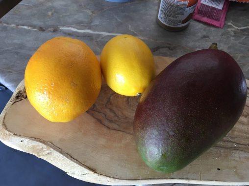 Mango, limun i narandža