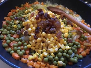 Povrće i suvo grožđe