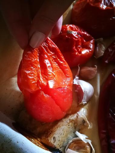 Skinite kožicu sa pečenog povrća