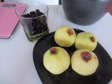 Jabuke i crne ribizle